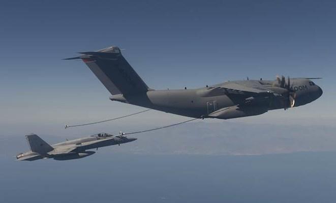 مصر قدمت طلباً للتعاقد على طائرات A400M فى أسرع وقت A400M-refuels-Hornet