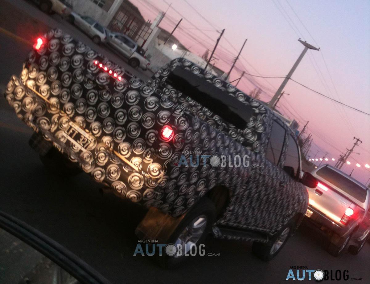 2015 - [Toyota] Hilux HILUX-COMODORO3