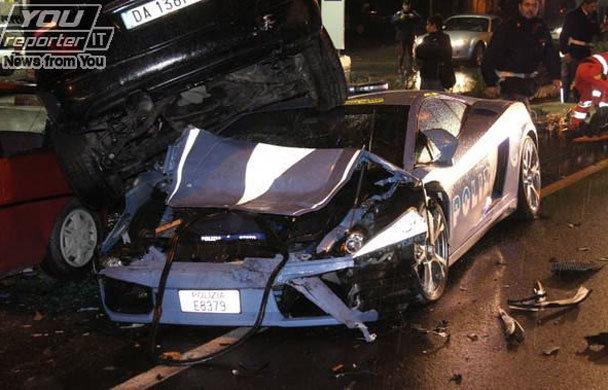LES VEHICULES DE LA POLICE DANS LE MONDE Crash-lamborghini-police-italienne-o-3226