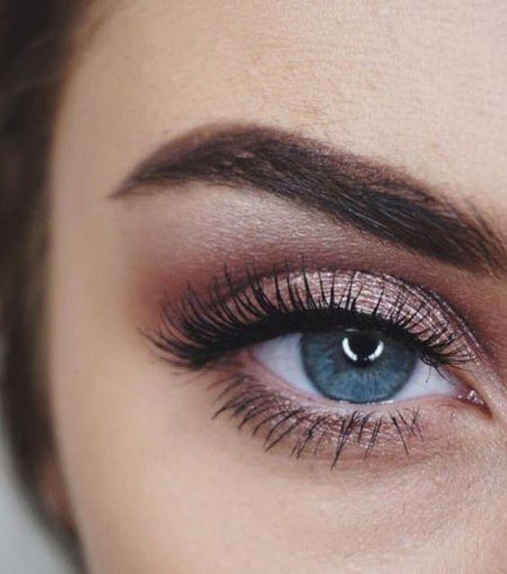 Tutoriales maquillaje de ojos - Página 21 Maquillages-pour-sublimer-les-yeux-bleus10