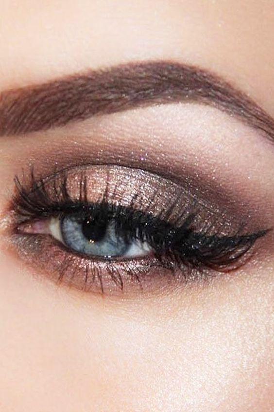 Tutoriales maquillaje de ojos - Página 21 Maquillages-pour-sublimer-les-yeux-bleus8