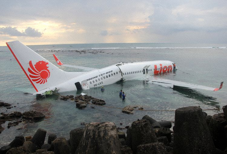 Incidents / Accidents graves - Page 6 Lionair_b738_pk-lks_denpasar_130413_3