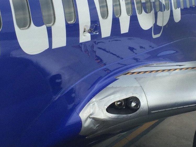 Southwest Flight 3472 : Uncontained fan failure Southwest_b737_n766sw_pensacola_160827_2