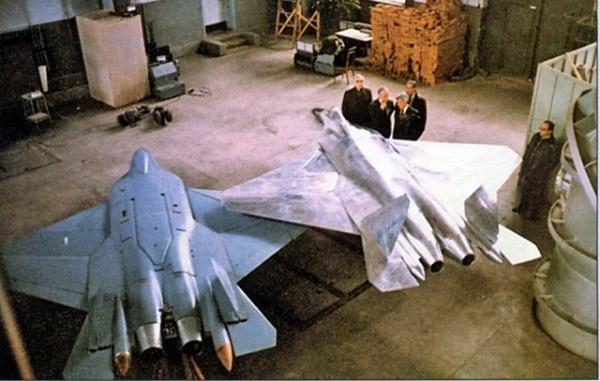 المقاتلة الروسية  T-50 الروبوت الطائر : مقاتلة الجيل الخامس  1331920224_pak_fa_t50_0000