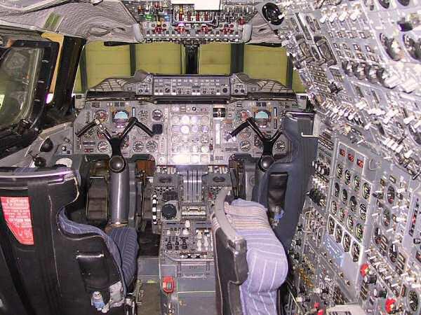 Comparatif Apollo / Orion - Page 3 Cockpit