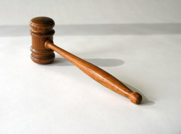 Sezione - Tara & simili > - Pagina 5 Legge-martello-tribunali-tribunale-sentenza-sentenze-avvocati-norme-leggi-morguefile-mconnors