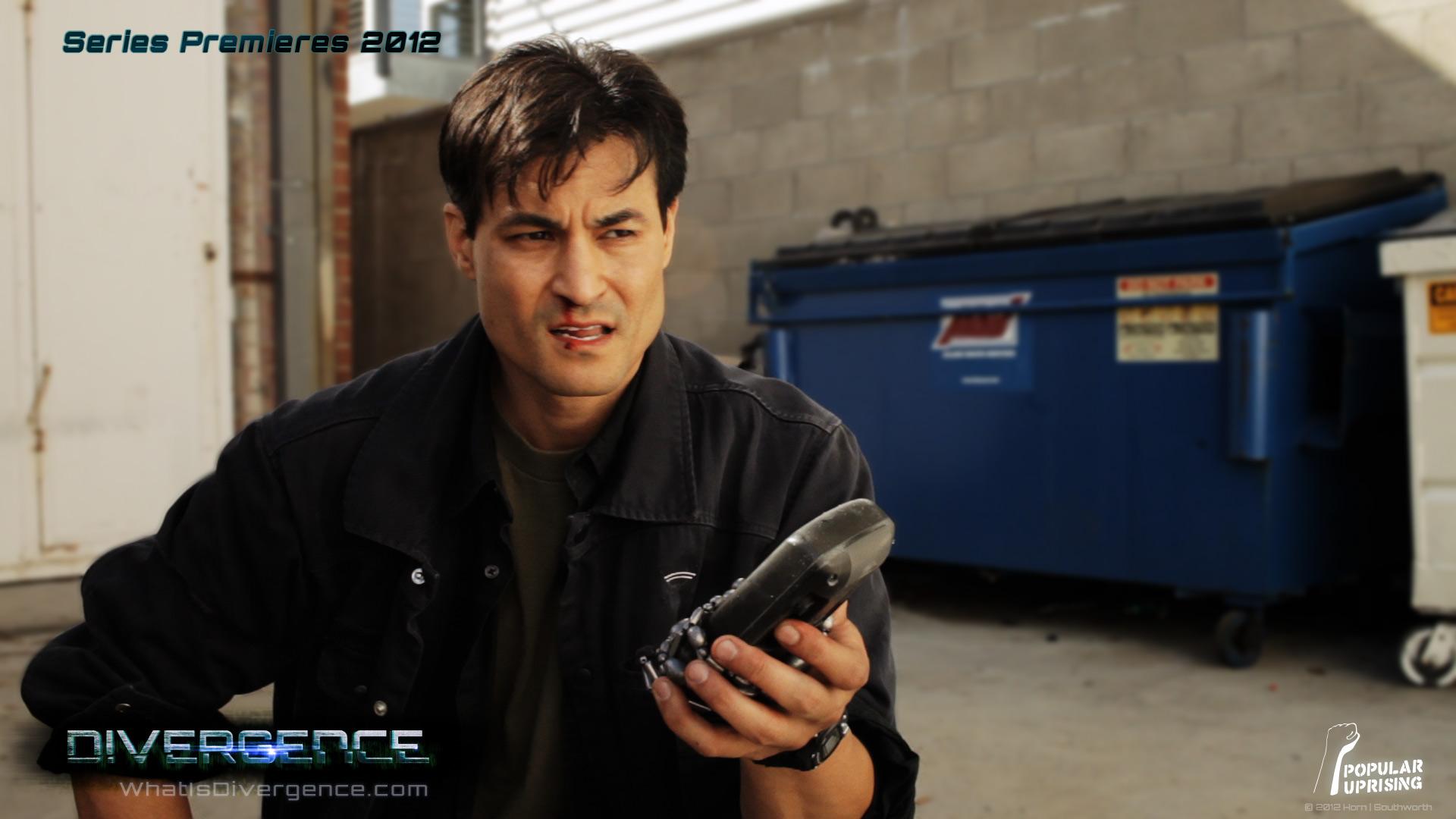 مؤدي صوت فيرجل ( Dan Southworth ) يعمل على سلسلة Divergence DIVERGENCE_Still_DanSouthworth03