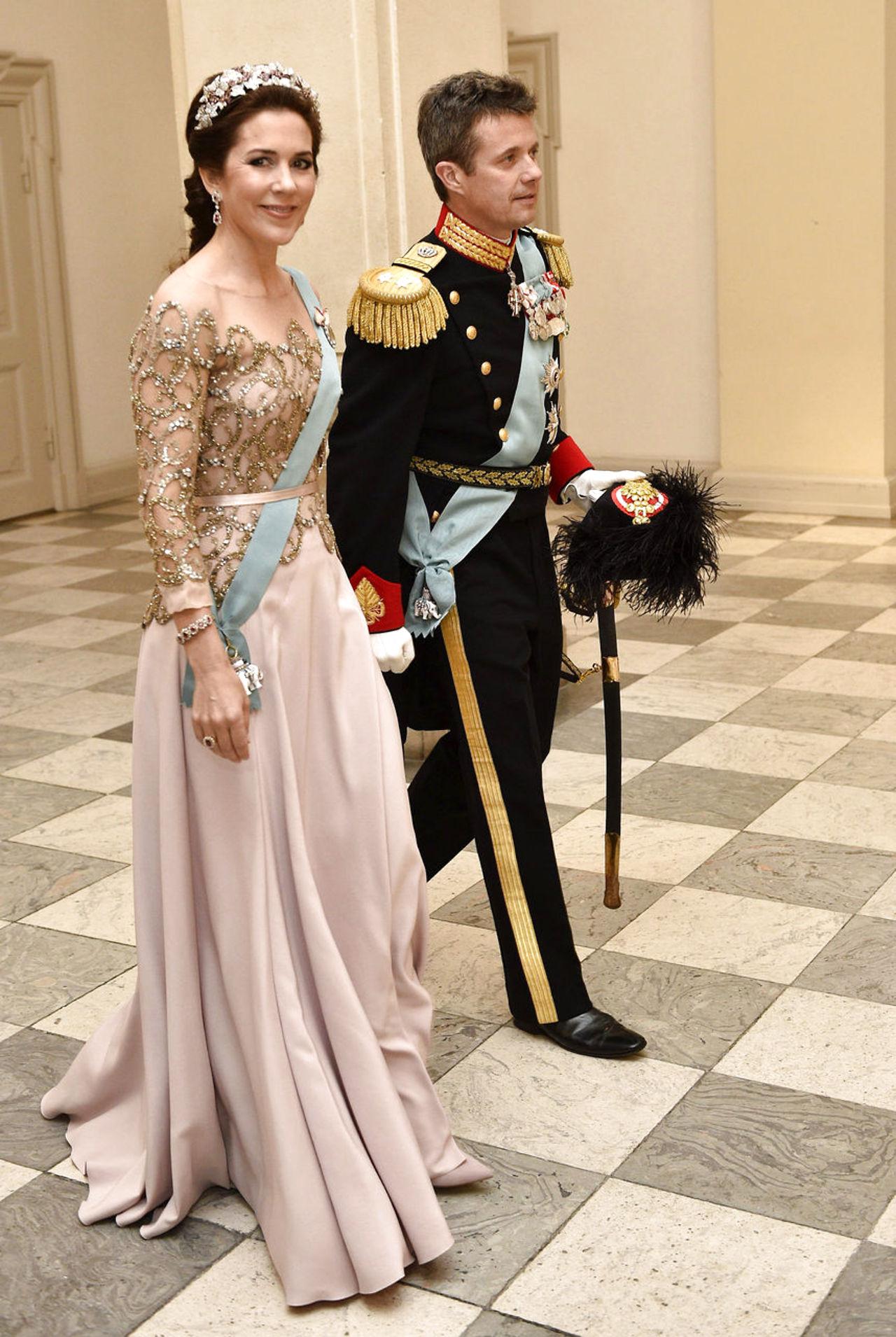 Margarita y Enrique de Dinamarca - Página 26 8587669-dronningmargrethe75