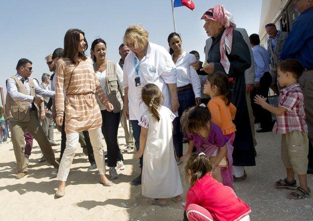Mary y Frederik - Página 17 6738969-kronprinsesse-mary-besger-en-flygtningelejr-i-jordan