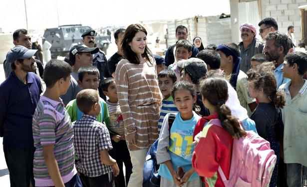 Mary y Frederik - Página 17 6738973-kronprinsesse-mary-besger-en-flygtningelejr-i-jordan
