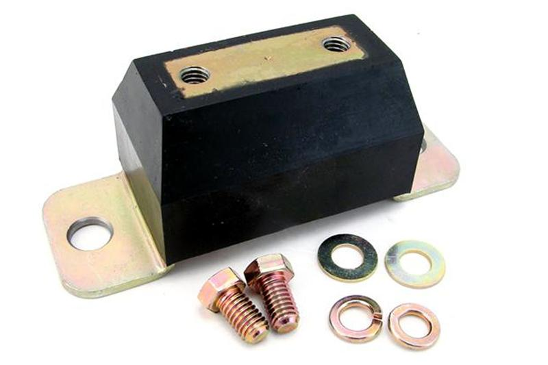 Souder bracket de crossmember sur un frame (Maintenant avec photos) Mustang-transmission-mounts-and-crossmembers_3627