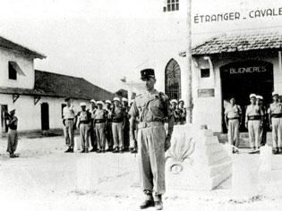 Colonel Hervé De BLIGNIERES,chef d'Escadrons au 1 REC en Indoet puis.... 64323332