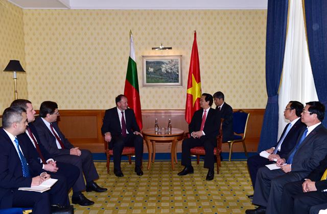 Thủ tướng tiếp Chủ tịch Hội đồng quốc gia Đảng XHCN Bulgaria Tiep%20Chu%20tich%20Dang%20XHCN%203