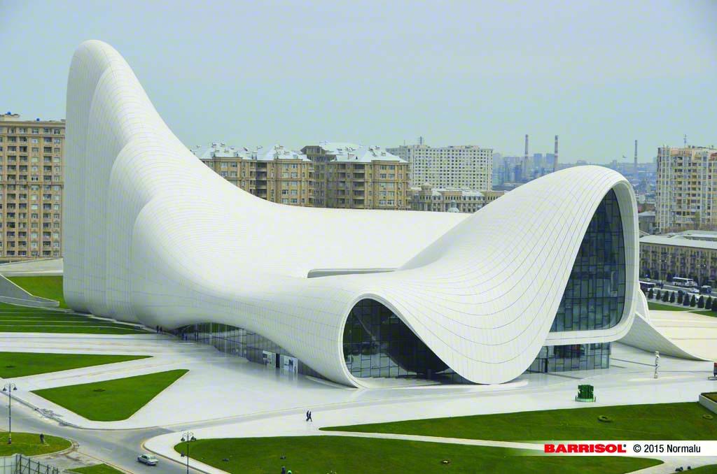 Zaha Hadid vodeći arhitekta sveta i njeni projekti Heydar-aliyev-center-01-1