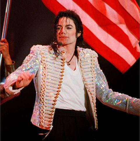 L'abito non fa il monaco....ma le giacche di Michael fanno la canzone! History_sequin_jacket_white