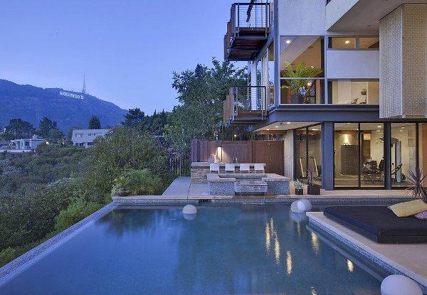 Cùng ngắm nhìn ngọn đồi Hollywood từ bể bơi của Ashton Kutcher H4(5)