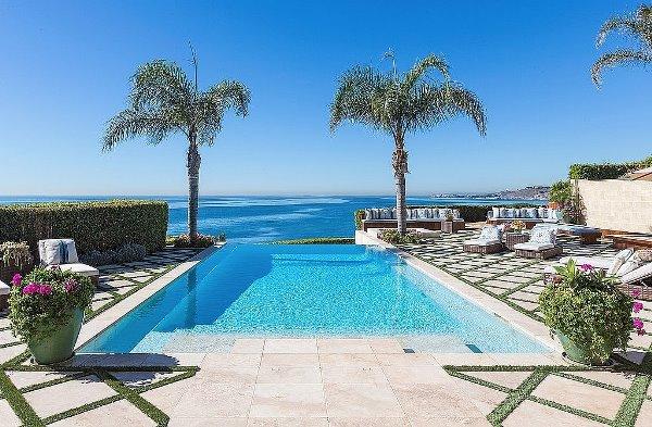 Cùng ngắm nhìn ngọn đồi Hollywood từ bể bơi của Ashton Kutcher H5(3)