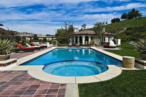 Cùng ngắm nhìn ngọn đồi Hollywood từ bể bơi của Ashton Kutcher H6(4)