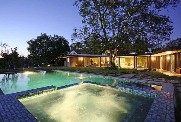 Cùng ngắm nhìn ngọn đồi Hollywood từ bể bơi của Ashton Kutcher H7