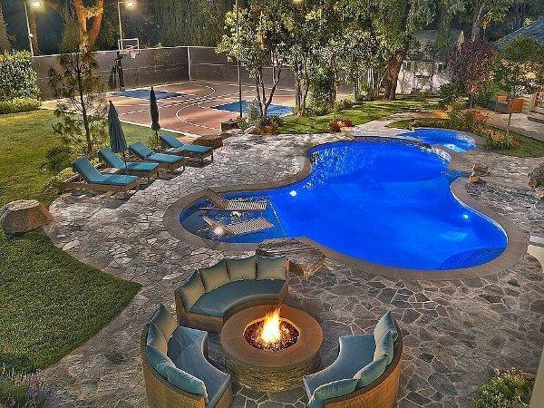 Cùng ngắm nhìn ngọn đồi Hollywood từ bể bơi của Ashton Kutcher H8