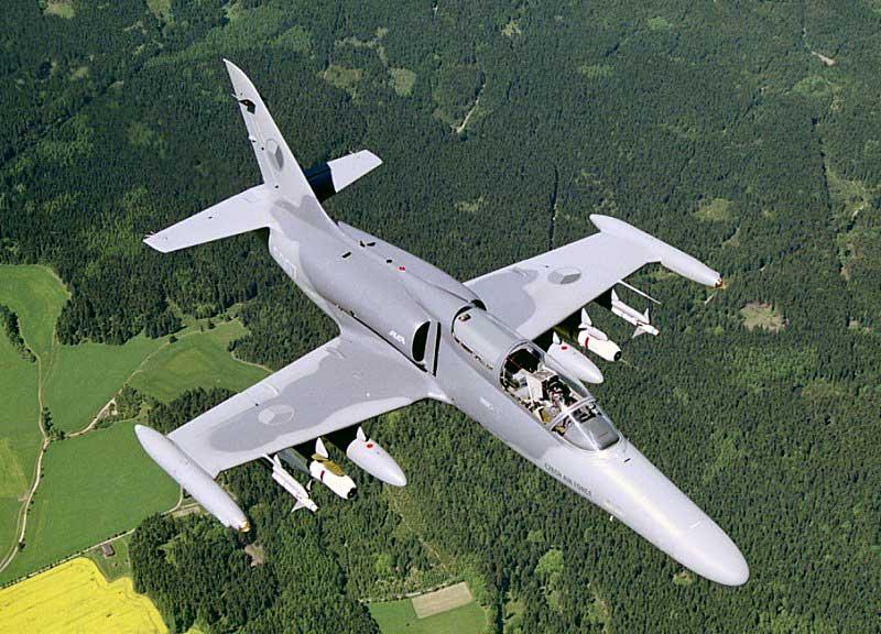 العراق يشتري 24 طائرة قتالية وتدريبية من التشيك  Air_l-159_top_armed_lg