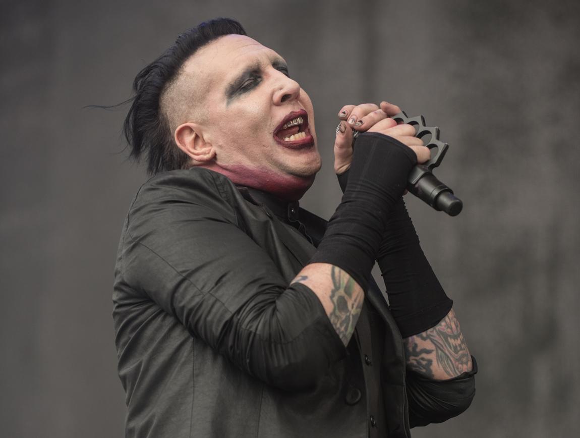 Vous écoutez quoi en ce moment ? - Page 6 Marilyn-Manson-live-at-Chicago-Open-Air-Festival-2016-23
