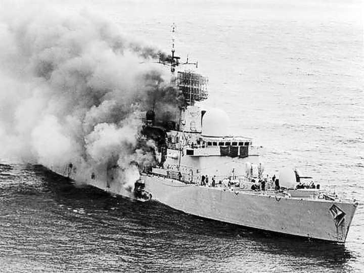 أحدث أنظمة الصواريخ المضادة للسفن في الترسانة العالمية  HMSSheffieldBurning1