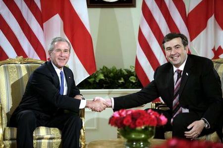 Le cul-bénit yankee embrase le Caucase Saakashvili_n_bush