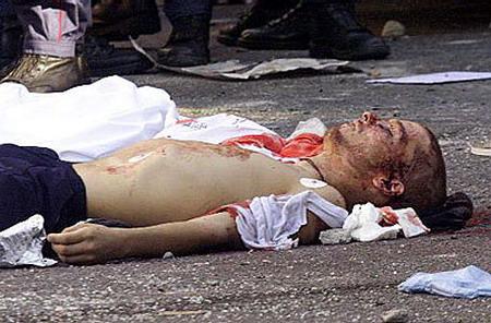 10 años de la muerte de Carlo Giuliani Carlo_giuliani_assasinato