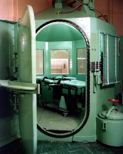 Contre l'exécution d'un innocent, Troy Davis Lethal-injection-sanquentin2