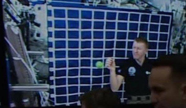 NASA Caught Using 'Blue Screen' To Fake Astronaut Footage NASA-greenscreen-caught-main