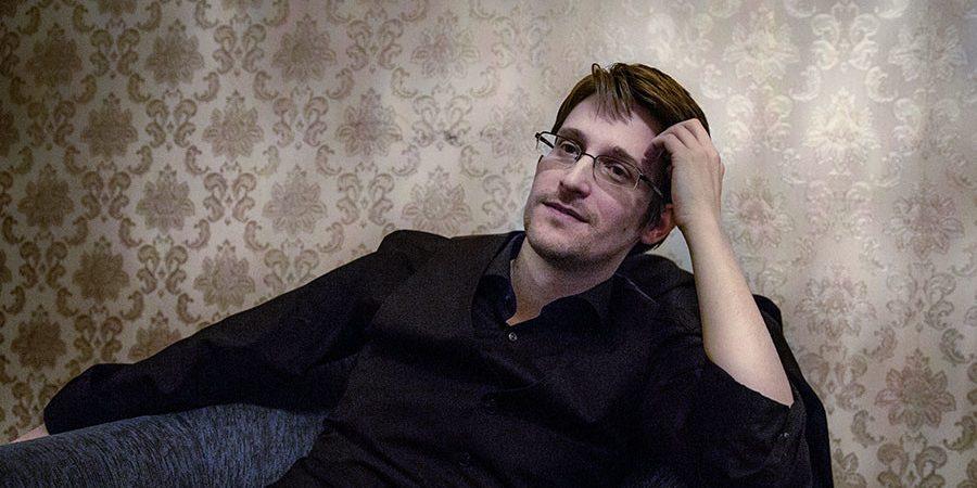 UPDATE: Edward Snowden Missing, Alive, Dead????? SnowdenIsAliveWell-Aug2016-900x450