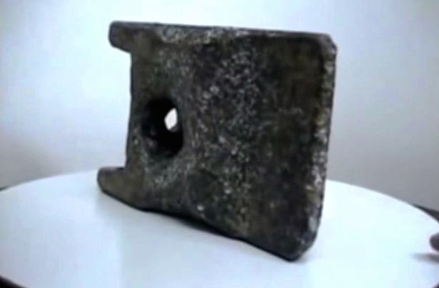 Experts Believe Mysterious Aluminum Object Dating Back 250,000 Years 'Could be Ancient UFO Technology' Ancient-object2