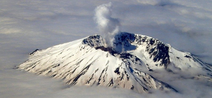 There's Something Strange Going on Inside the US's Deadliest Volcano MountStHelens_web-900x415