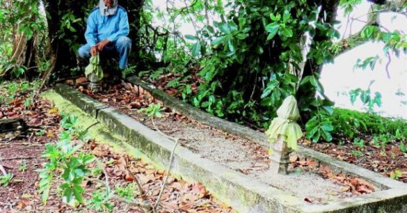 Skeleton of Giant Reportedly Found on Malaysian Island Tomb-585x306
