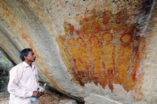 Amazing Discovery in India: 10,000 Year old Rock Paintings Depicting Possible UFO's and ET's IndiaET-CavePainting1