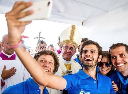 Un nouveau cran dans la révolution : les Gilets jaunes dans la conciliaire ! Selfie-jeunes_450