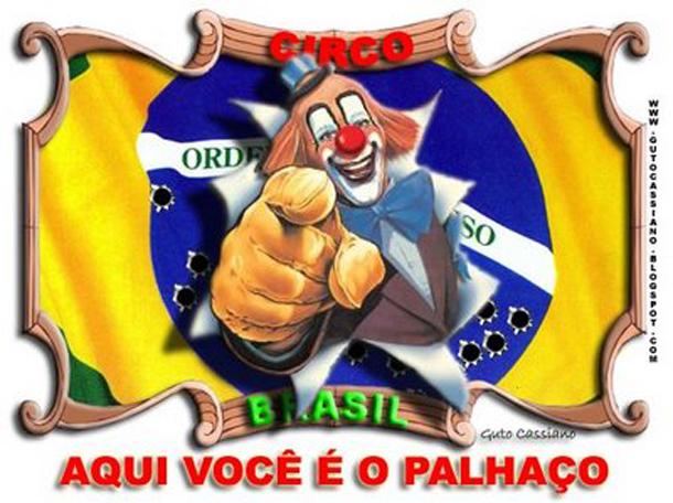 Placa da moto no capacete Brasil-aqui-voce-e-o-palhaco1
