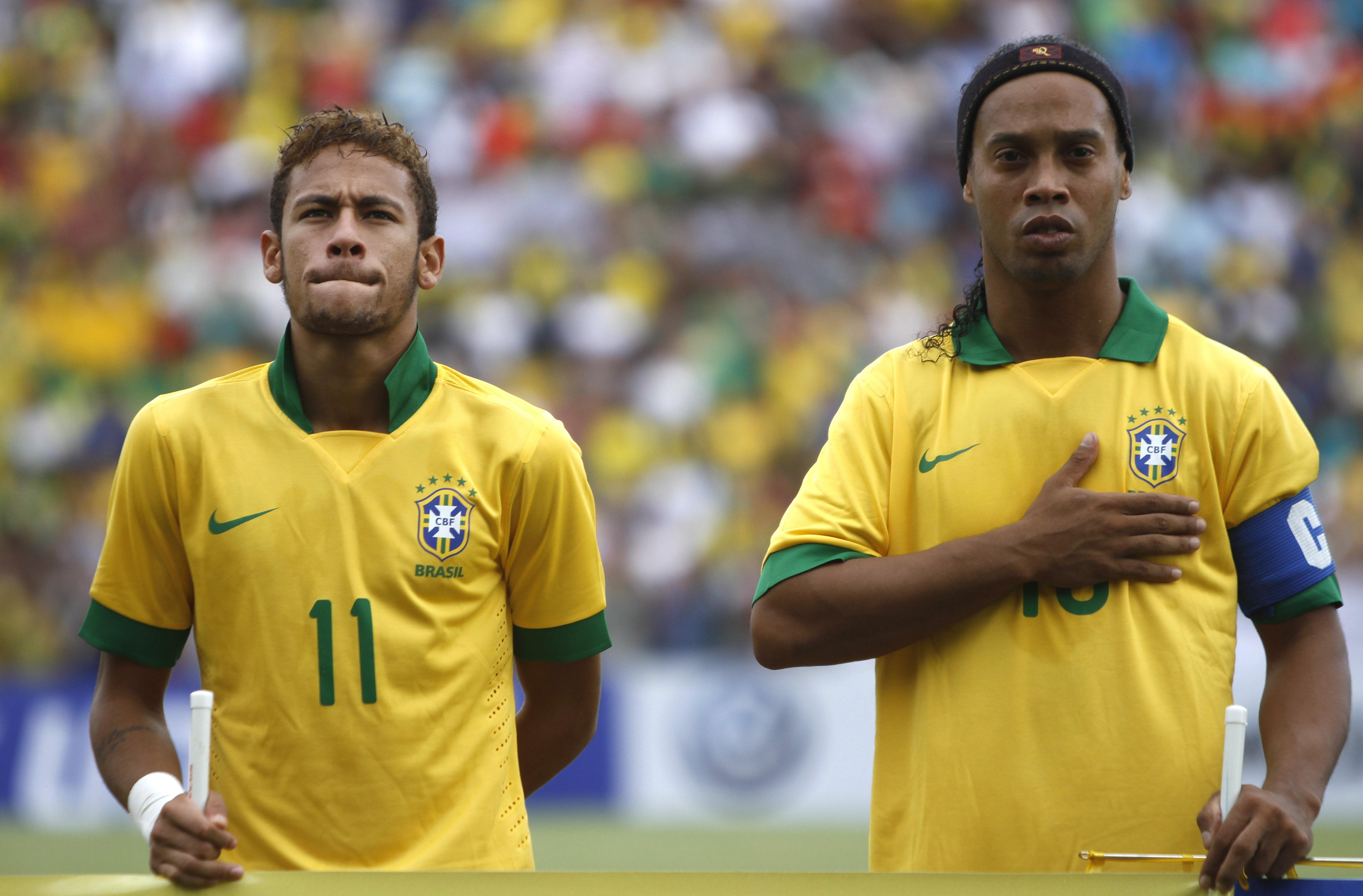 ¿Cuánto mide Ronaldinho? - Altura - Real height A701e37258d9490c08bca59eacc79d72