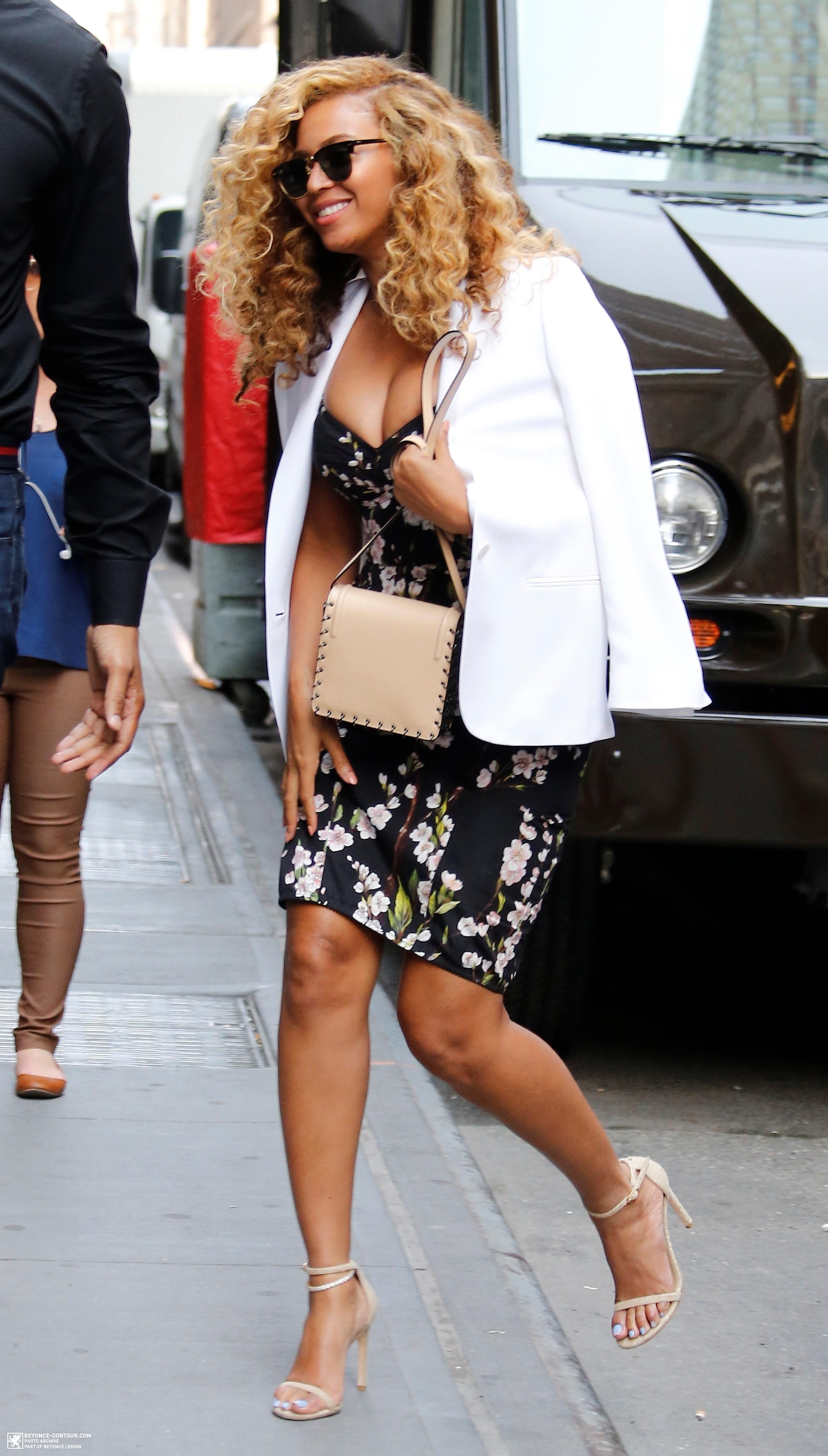 Beyoncé > Apariciones en público <Candids> [III] - Página 48 007