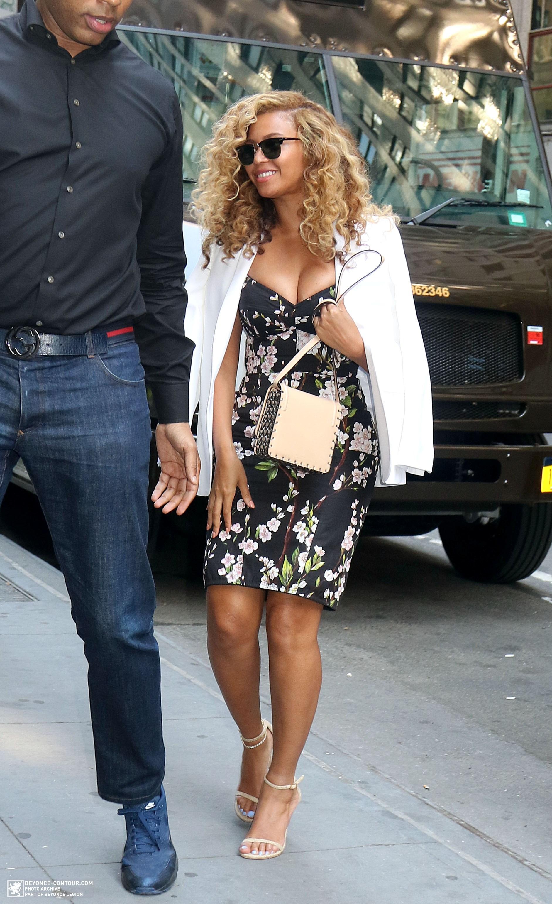 Beyoncé > Apariciones en público <Candids> [III] - Página 48 020