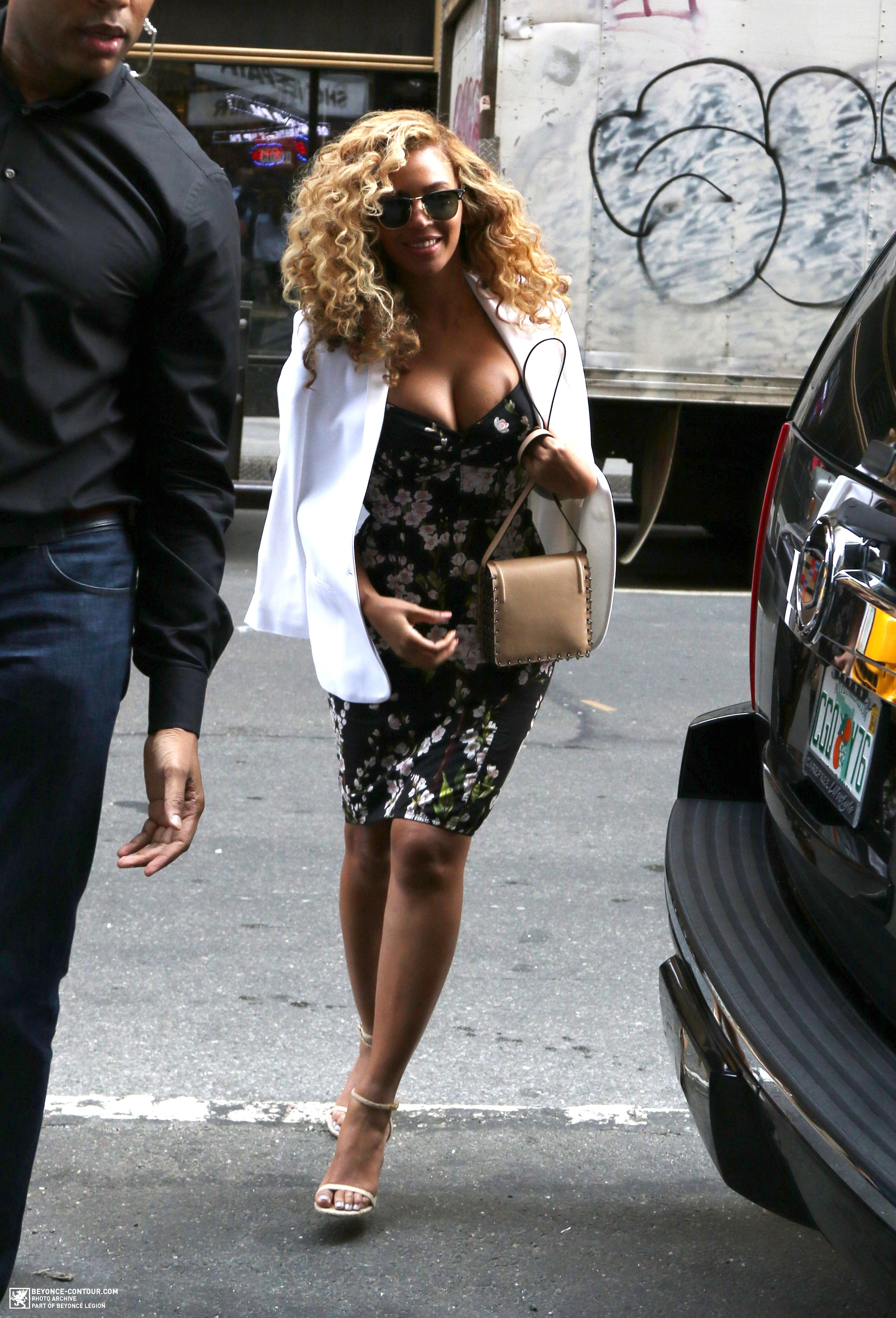 Beyoncé > Apariciones en público <Candids> [III] - Página 48 026