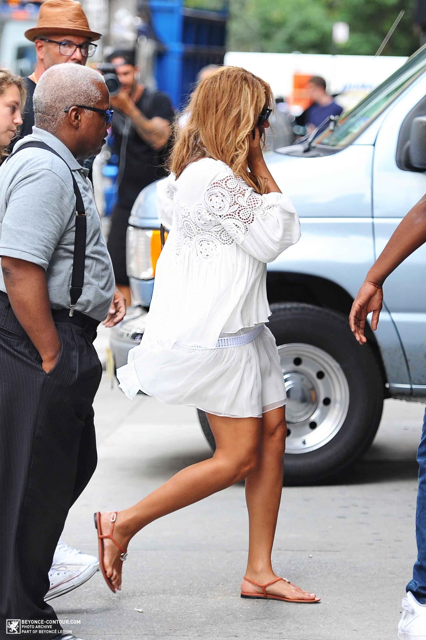 Beyoncé > Apariciones en público <Candids> [III] - Página 48 004