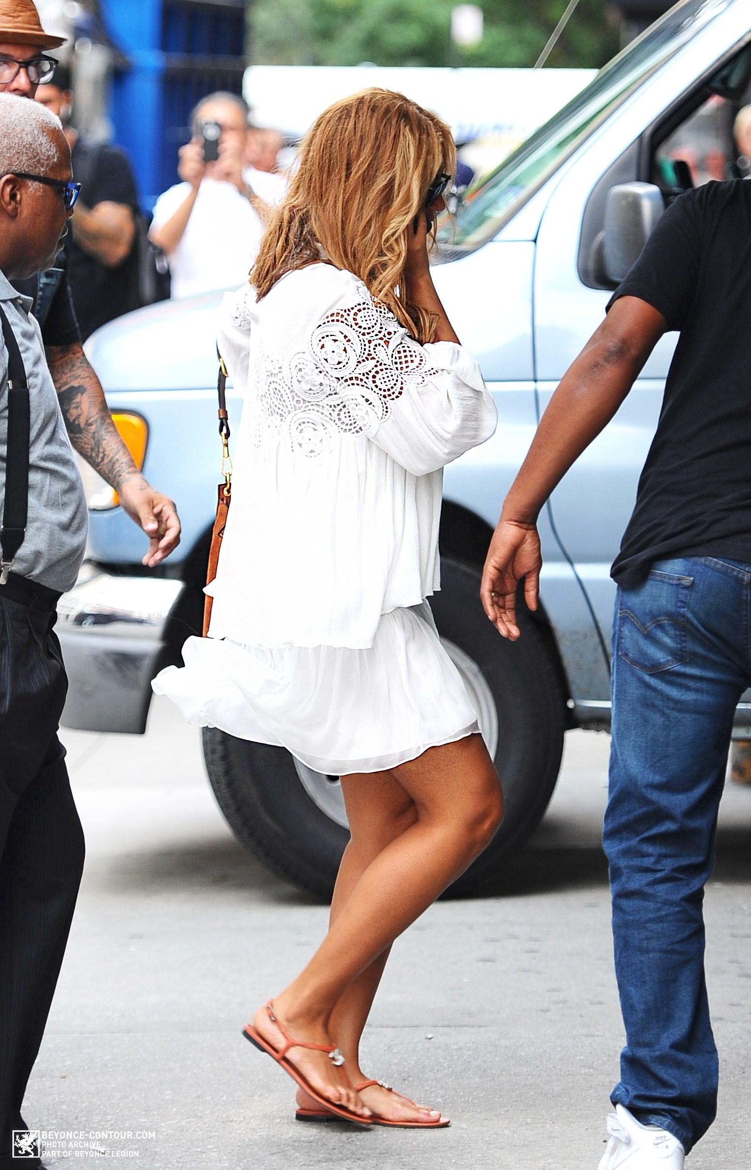 Beyoncé > Apariciones en público <Candids> [III] - Página 48 005