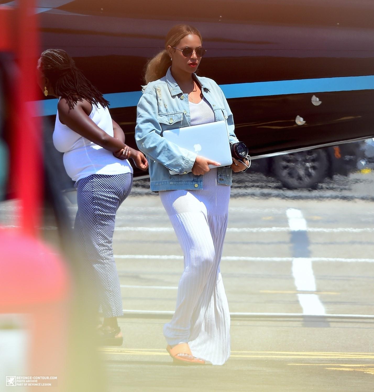 Beyoncé > Apariciones en público <Candids> [III] - Página 48 009