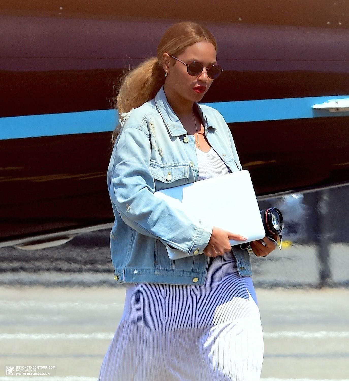 Beyoncé > Apariciones en público <Candids> [III] - Página 48 014