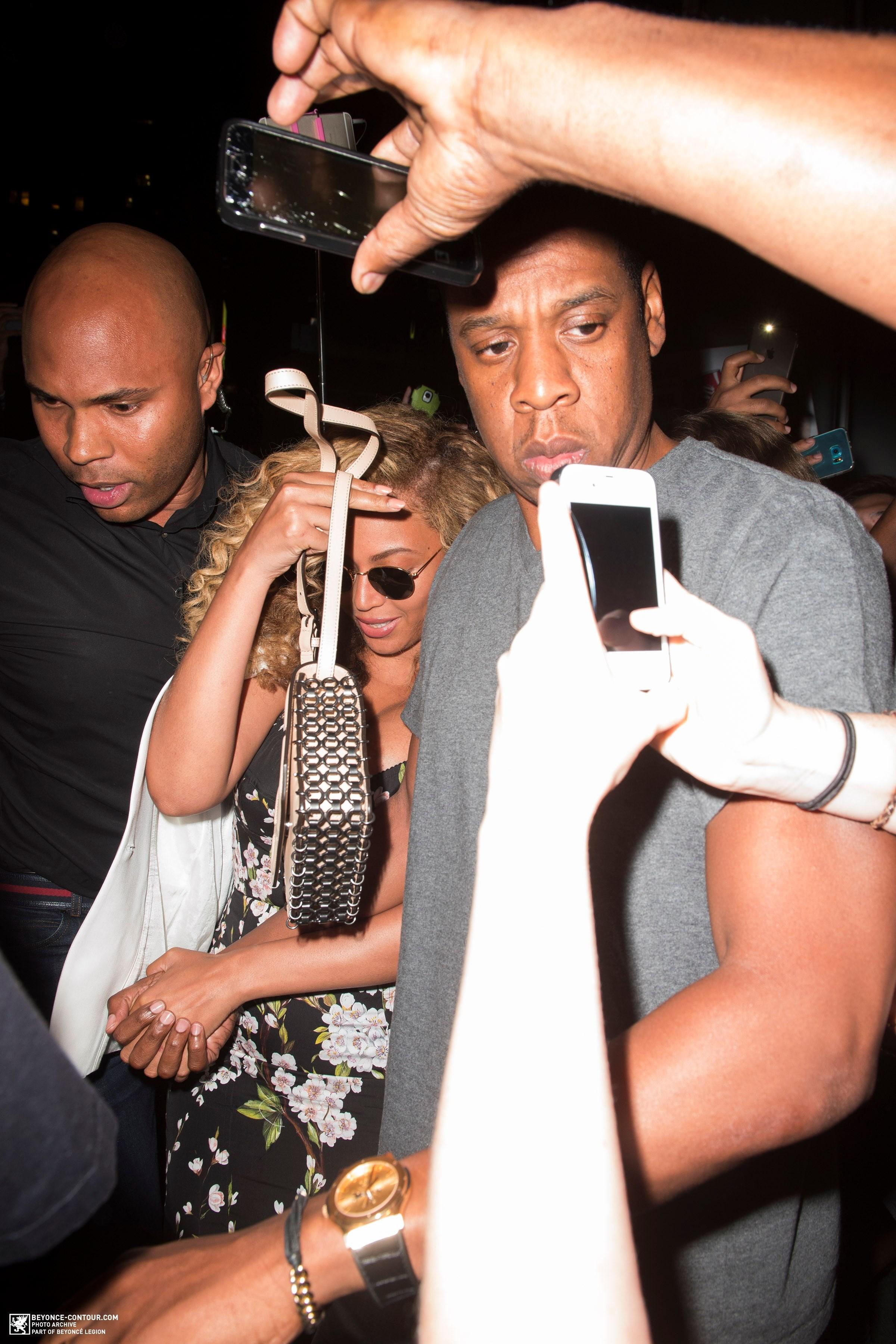 Beyoncé > Apariciones en público <Candids> [III] - Página 48 010