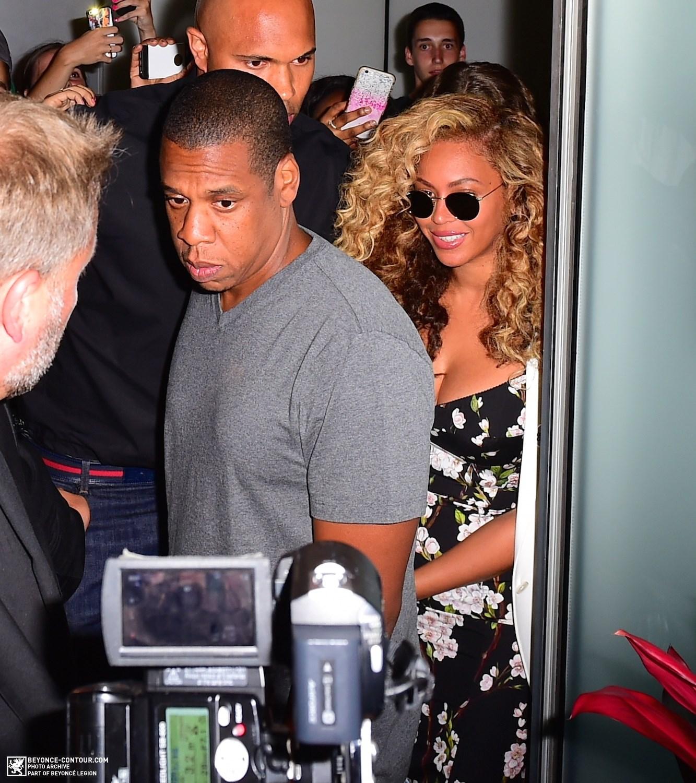 Beyoncé > Apariciones en público <Candids> [III] - Página 48 023