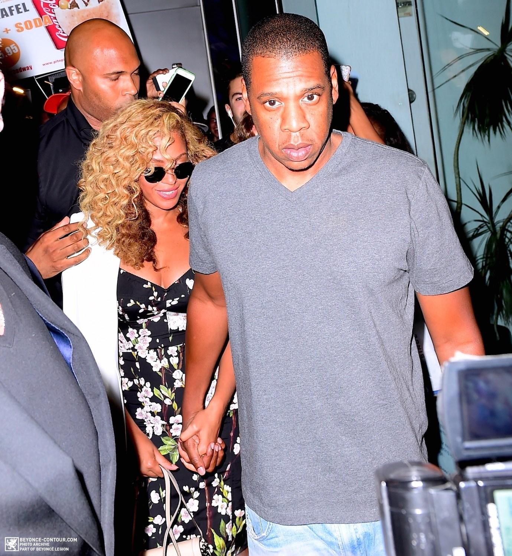 Beyoncé > Apariciones en público <Candids> [III] - Página 48 024