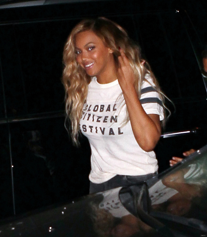 Beyoncé > Apariciones en público <Candids> [III] - Página 49 26-09-2015gcfafterparty_3
